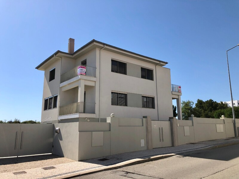 Moradia nova no centro V2 São João da Madeira - caldeira, varandas, terraço, aquecimento central, jardim, lareira, painel solar
