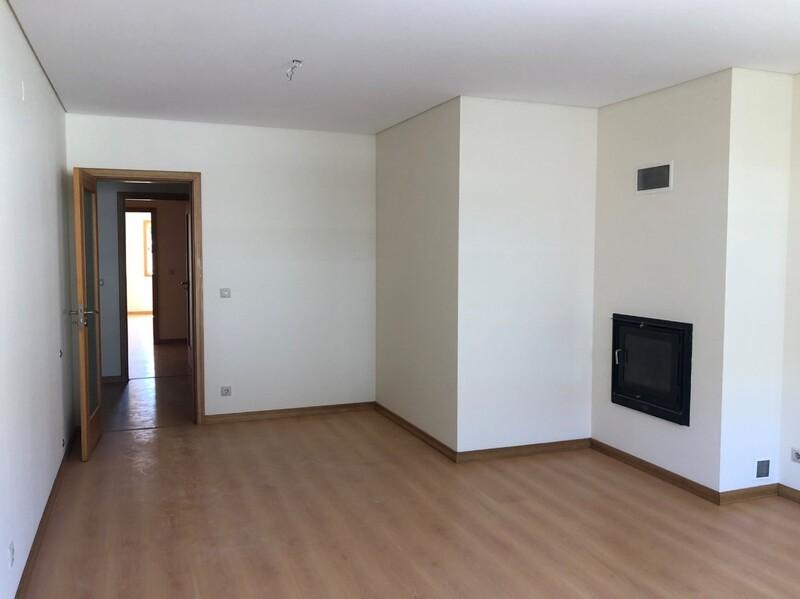 Apartamento T2 São João da Madeira - varanda, garagem, lugar de garagem, cozinha equipada, lareira