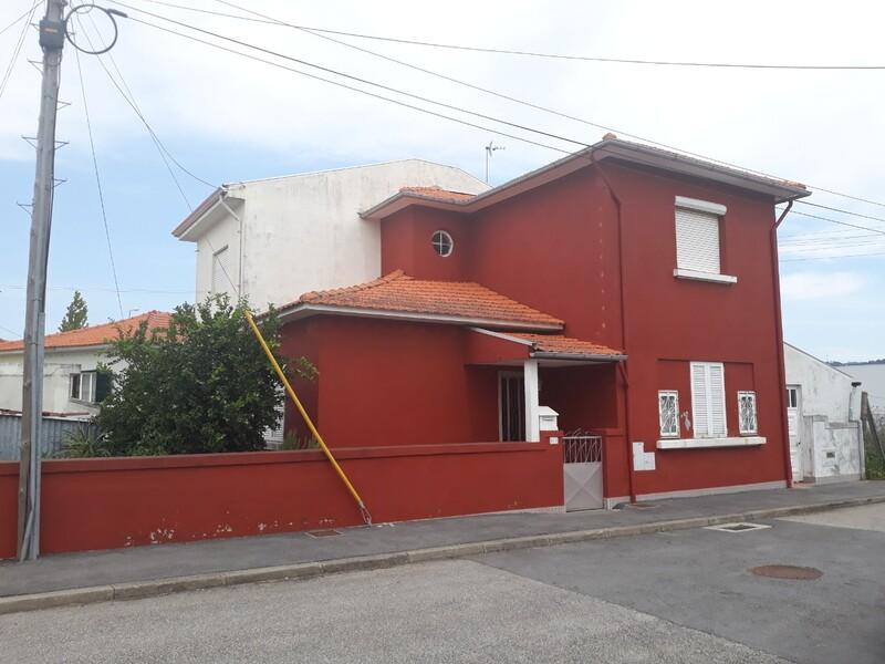 Moradia V2 Geminada São João da Madeira - jardim, garagem