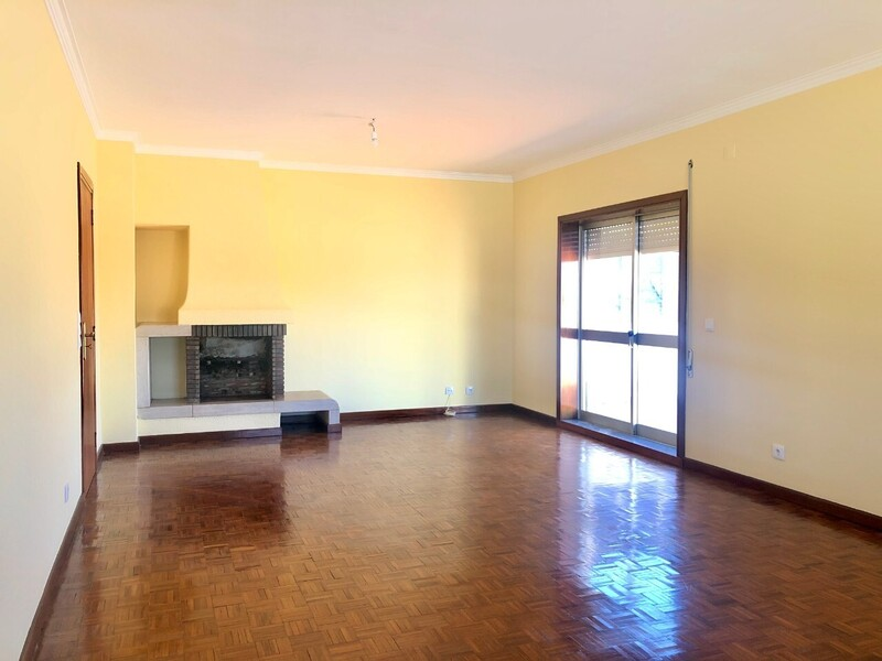 Apartment T3 in the center São João da Madeira - terrace, 5th floor, parking space, fireplace, garage, swimming pool, kitchen, store room, tennis court