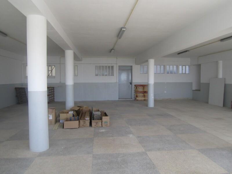 Warehouse Industrial with 504sqm São João da Madeira - storefront, toilet