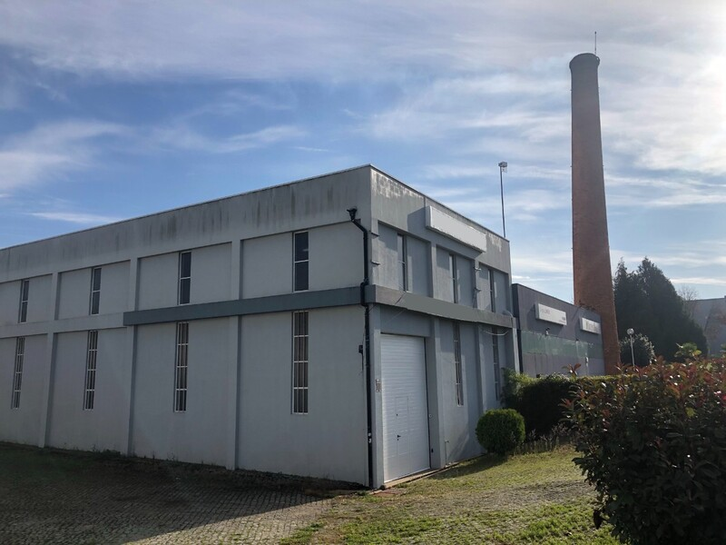 Warehouse Industrial in industrial zone São João da Madeira - parking lot, toilet