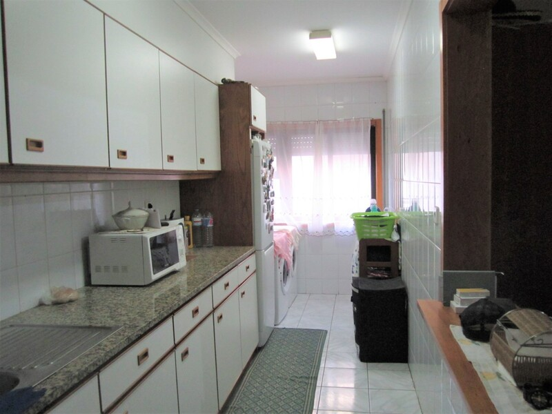 Apartment T2 Ovar - kitchen, balcony, parking space, fireplace, garage