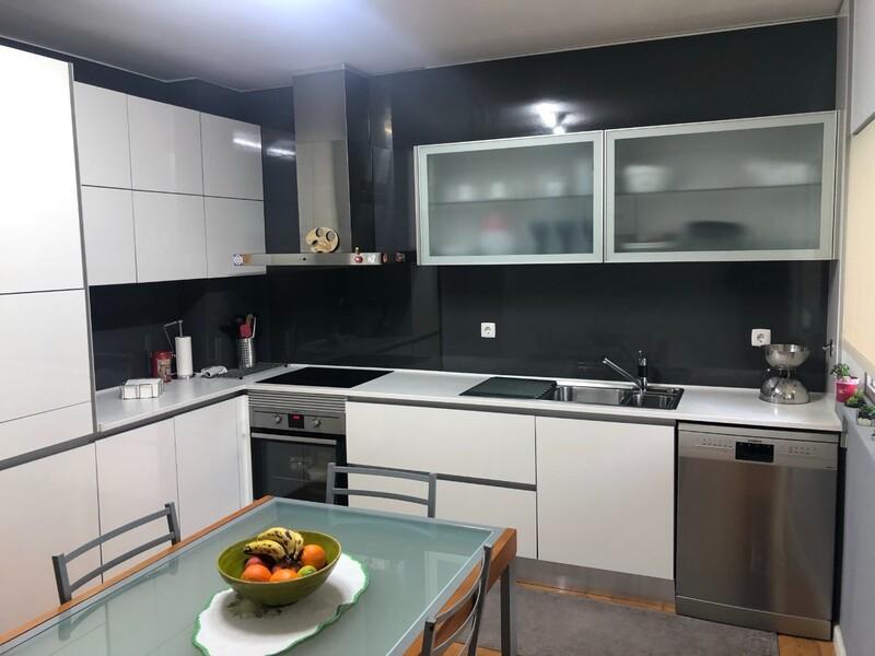 Apartamento T3 Remodelado no centro São João da Madeira - cozinha equipada, lareira, varanda, garagem, lugar de garagem