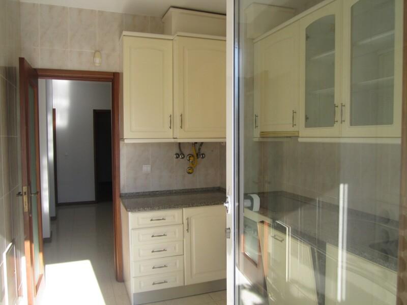 Apartamento T2 São João da Madeira - varandas, cozinha equipada, terraço, ar condicionado, garagem