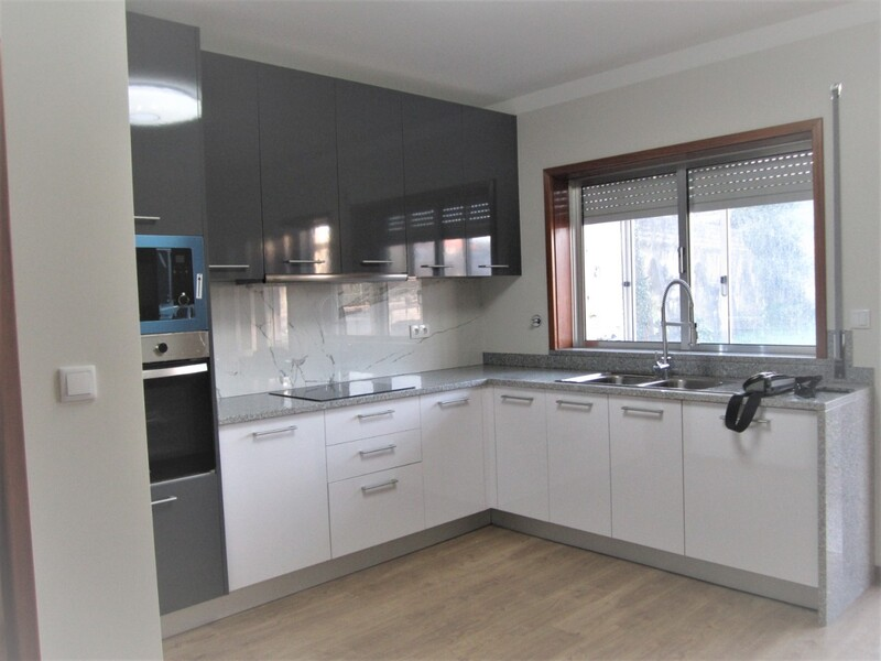 Apartment T3 Renovated Oliveira de Azeméis - balconies, garage, fireplace, marquee, barbecue, balcony, kitchen, terrace