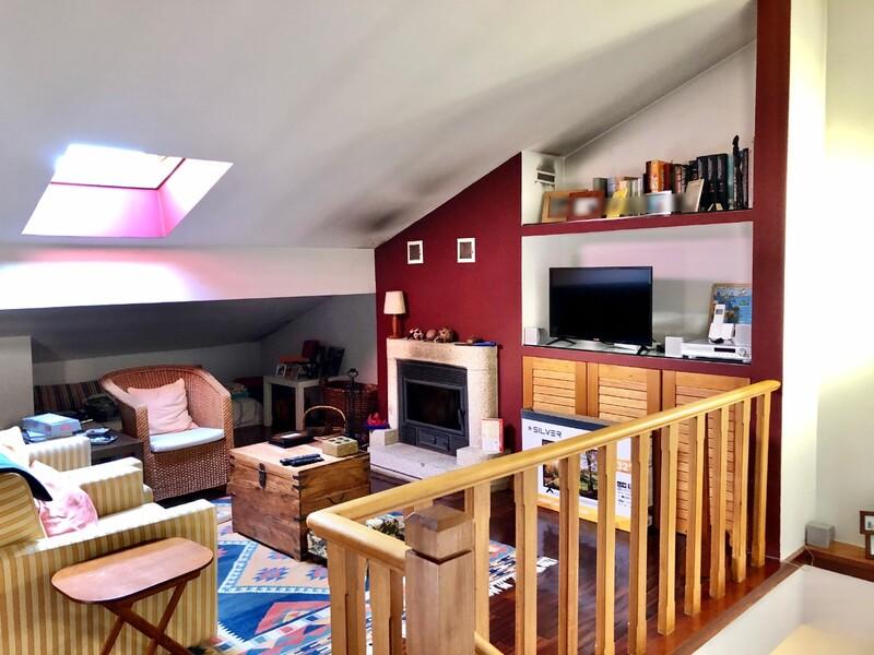 Apartamento Duplex T2+1 São João da Madeira - cozinha equipada, vidros duplos, aquecimento central, lareira, varandas, bbq, excelente localização, garagem, caldeira