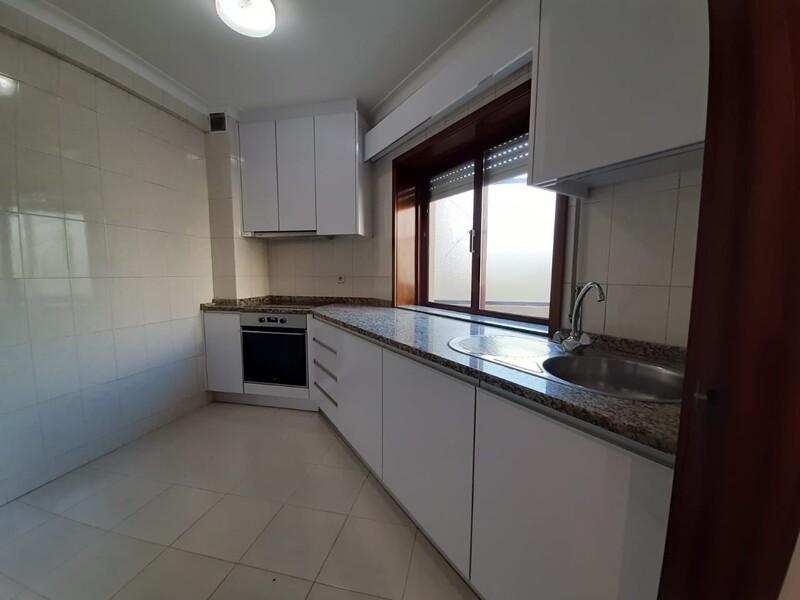 Apartamento Remodelado no centro T1+1 São João da Madeira - lugar de garagem, 1º andar, terraço