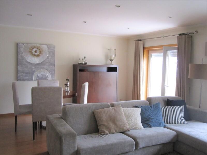 Apartamento T3 São João da Madeira - excelente localização, lareira, terraço, piscina, cozinha equipada, garagem