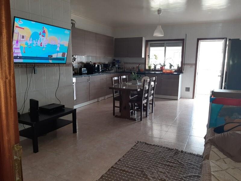 Apartamento T3 Pinheiro da Bemposta Oliveira de Azeméis - lugar de garagem, 1º andar, lareira, bbq, garagem, varandas, marquise