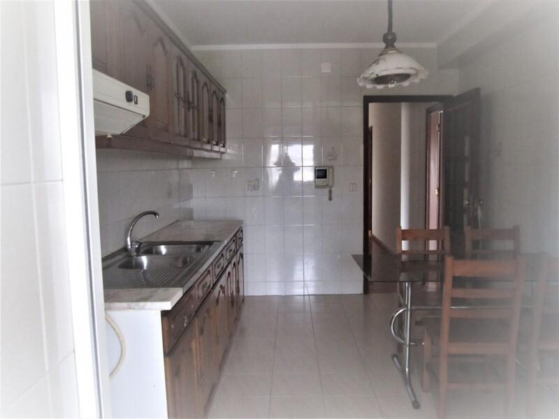 Apartamento T2 São João da Madeira - lugar de garagem, cozinha equipada, varanda, lareira