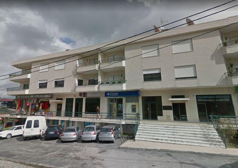 Loja Nogueira do Cravo Oliveira de Azeméis - bons acessos, espaço amplo