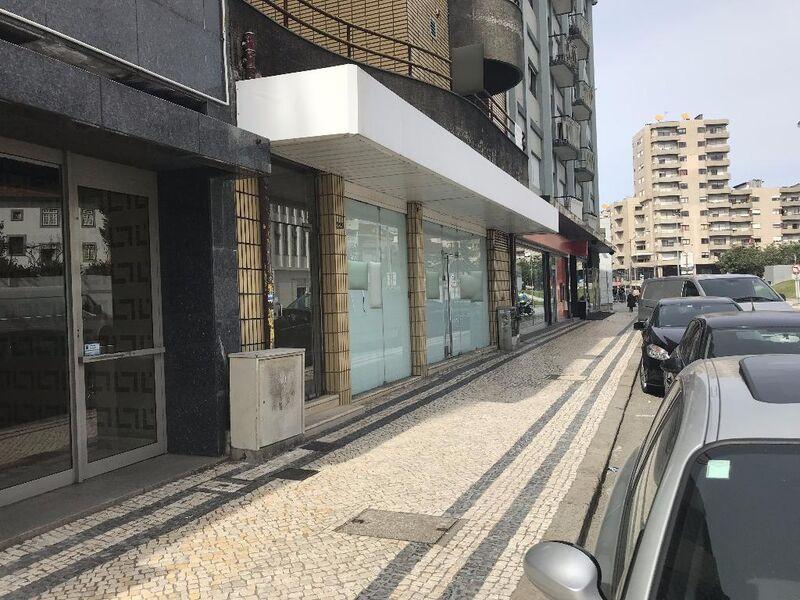 Loja no centro São João da Madeira - ar condicionado, qualidade superior, montra