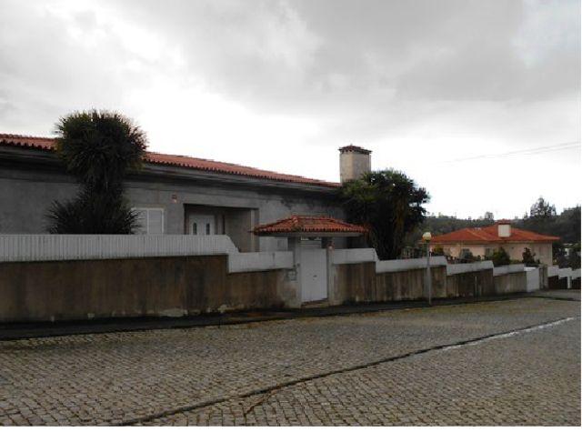 Moradia V3 Paços de Brandão Santa Maria da Feira - jardim, varandas, garagem, ténis