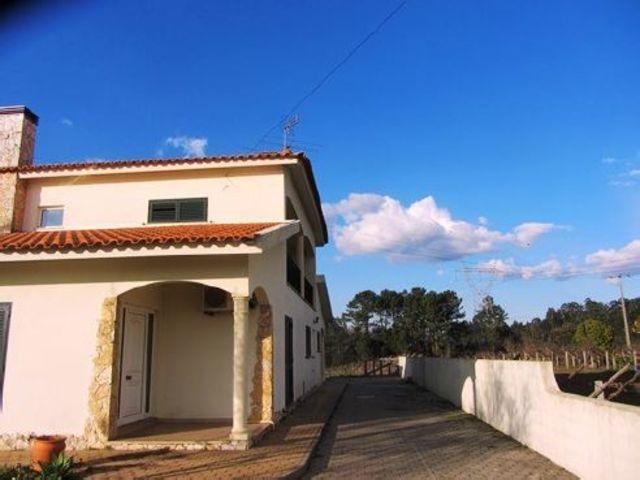 Moradia V3 Albergaria-a-Velha - garagem, varanda