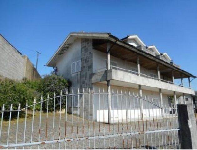 Moradia V5 Vila de Cucujães Oliveira de Azeméis - sótão, garagem, aquecimento central, lareira