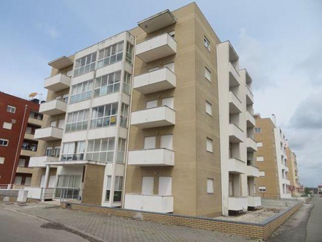 Apartamento T3 no centro Albergaria-a-Velha - 1º andar, garagem, varandas