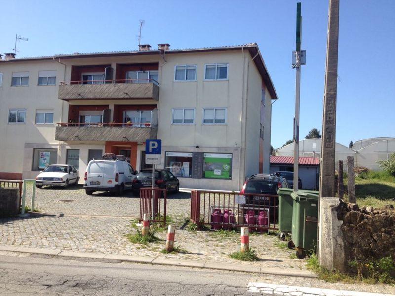 Apartamento T4 Macieira de Sarnes Oliveira de Azeméis - lareira, varanda