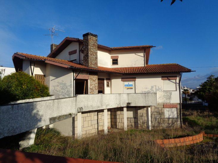 House V5 Ovar - garage