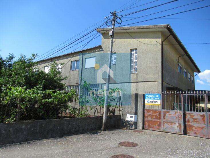 Armazém Industrial em zona residencial São Roque Oliveira de Azeméis