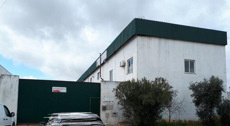 Armazém Industrial com 657m2 Parque Industrial de Vila Viçosa Conceição