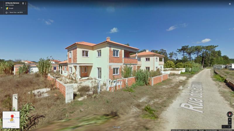 Casa/Vivenda V3 Presa Mira - garagem