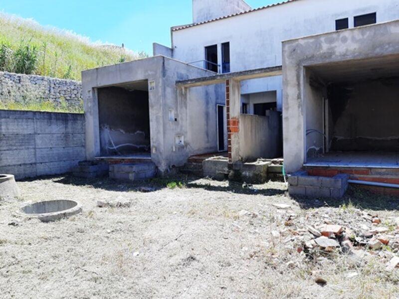 Plot in urbanization Moita - garage