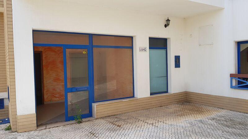 Shop Montijo - spacious