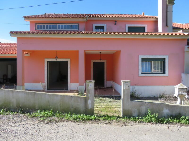 Moradia V4 Torres Vedras - garagem, varanda, jardim, lareira