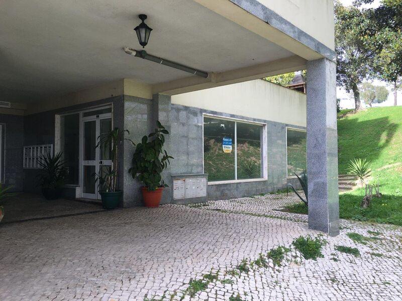 Shop in a residential area Vila Franca de Xira - spacious, garage