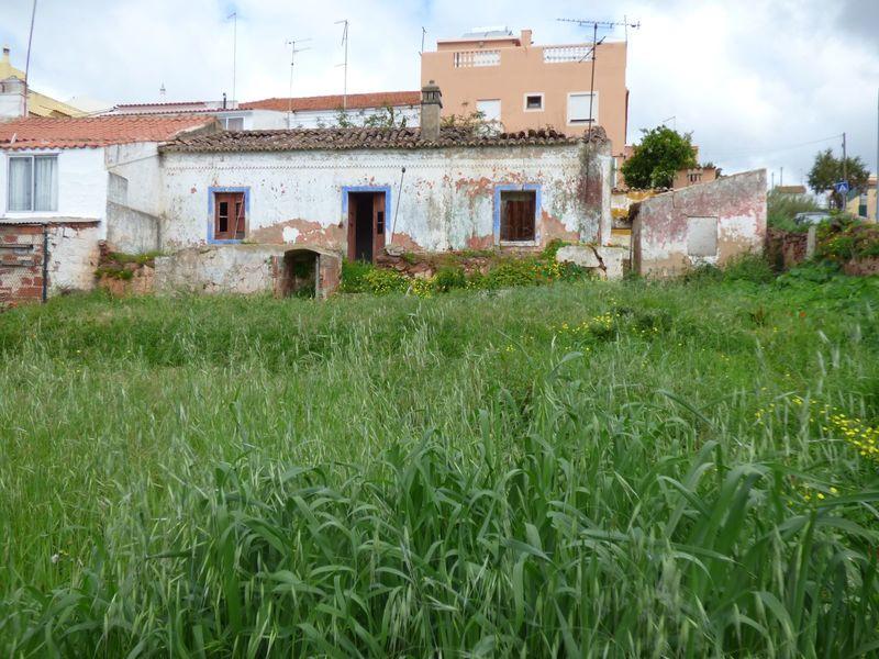 Casa V2 Térrea no centro Silves