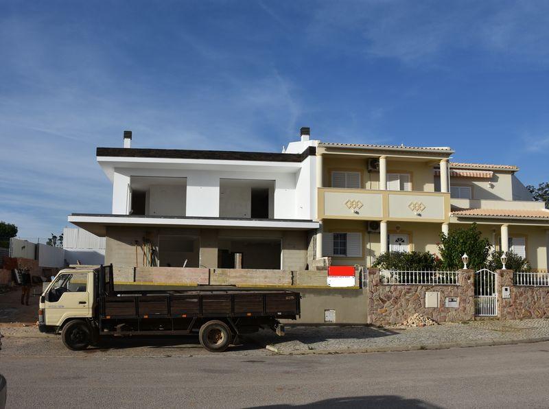 Moradia Geminada em construção Pêra Alcantarilha Silves - lareira, painéis solares, piscina, ar condicionado, vista mar, varanda