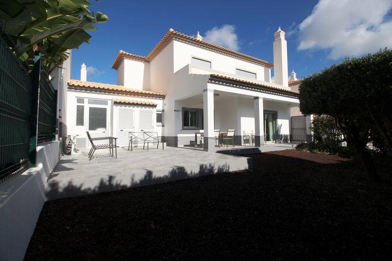 House Modern 3 bedrooms Almeijoafras Paderne Albufeira - balconies, garden, swimming pool, balcony, solar panel, terrace, terraces, air conditioning, gardens, equipped kitchen