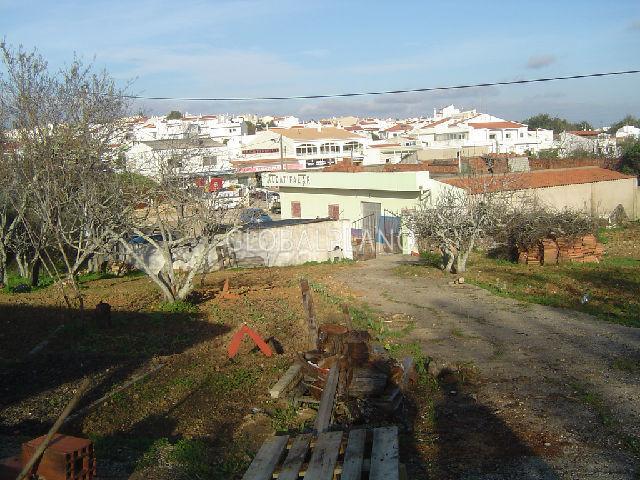 Terreno Urbano com 180m2 Cabeço Mocho/Portimão - árvores de fruto