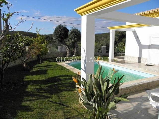 Moradia em bom estado V4 Mexilhoeira Grande Portimão - piscina, jardim, lareira, cozinha equipada