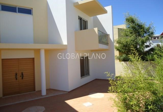 Moradia V7 Isolada Marachique/Alvor Portimão - cozinha equipada, garagem, aquecimento central, jardim, piscina