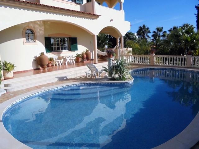 Moradia V4 Isolada com boas áreas Montechoro Albufeira - bbq, piscina, jardim, lareira, garagem