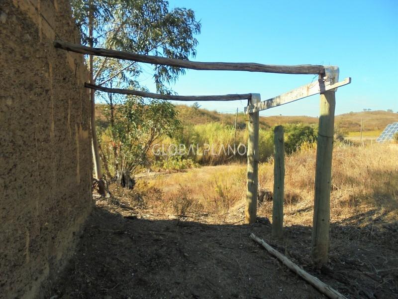 Terreno com ruína Manteigas São Bartolomeu de Messines Silves