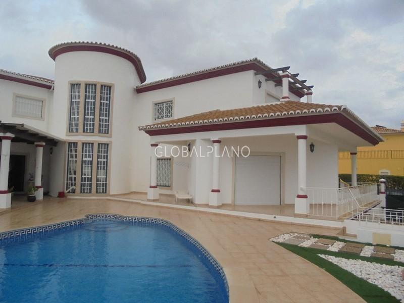 Moradia V4+1 Patroves Albufeira - cozinha equipada, bbq, terraços, lareira, garagem, alarme, piscina