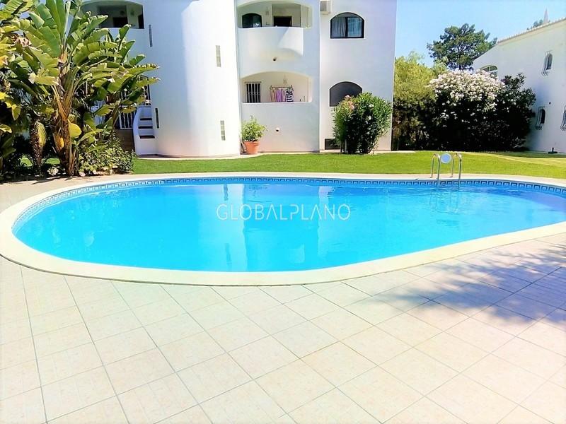 Apartamento T4 Alto Golf Alvor Portimão - garagem, cozinha equipada, painéis solares, piscina, varanda, aquecimento central, bbq
