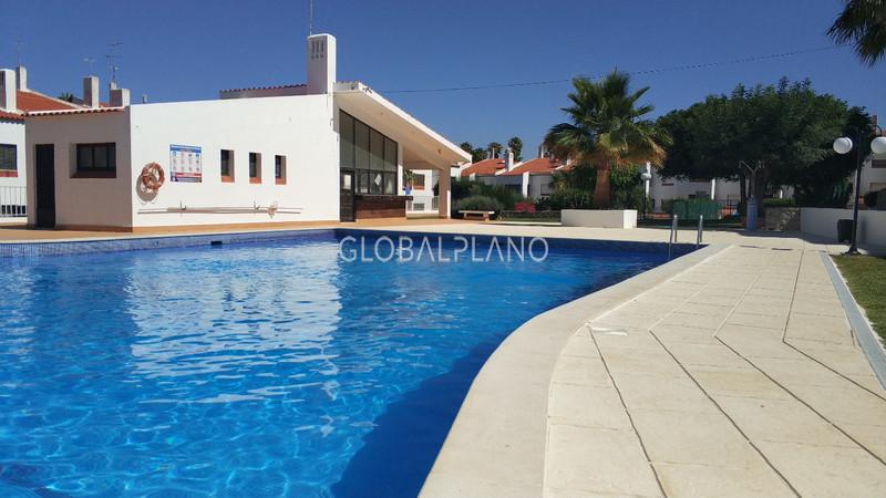 Apartamento T1+1 Montechoro Albufeira - piscina, r/c, parque infantil, jardim, marquise, condomínio privado