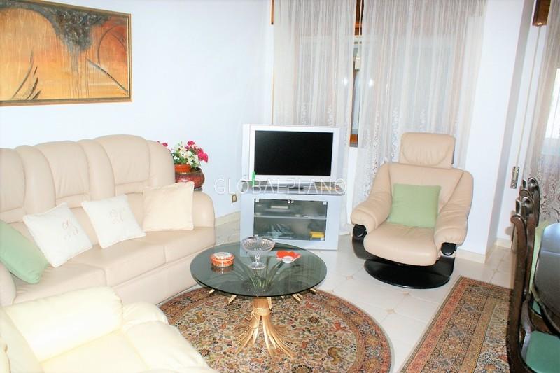 Apartamento T4 em bom estado Av.ª 25 de Abril Portimão - marquise, garagem