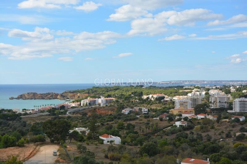 Apartamento T4 Praia da Rocha Portimão - condomínio privado, alarme, garagem, terraço, piscina, jardim, arrecadação, ar condicionado