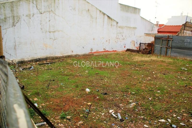 Lote de terreno com 96.80m2 Centro de Portimão - viabilidade de construção