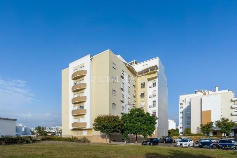 Apartamento com boas áreas T2 Vale Lagar Portimão - varanda, lugar de garagem, cozinha equipada