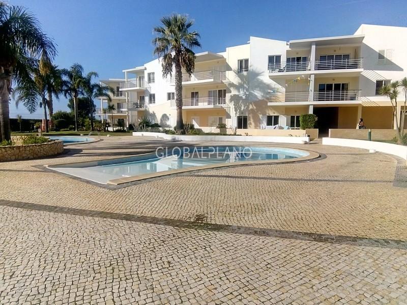 Apartamento T0+1 Alvor Portimão - piscina, condomínio privado, cozinha equipada, mobilado, varanda