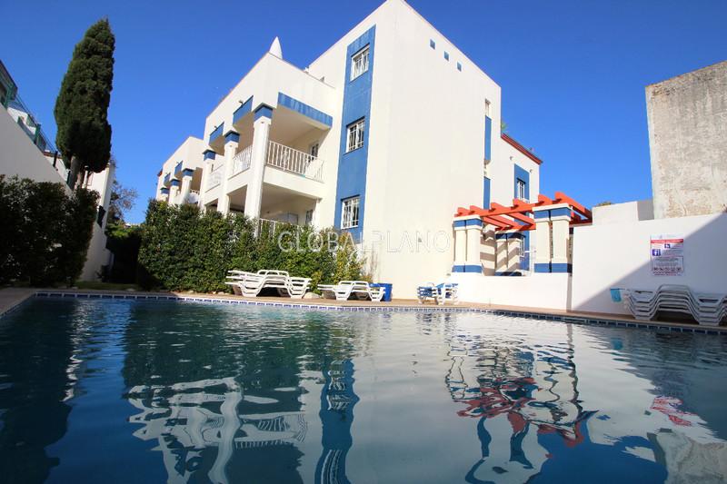 Apartamento com vista mar T2 Centro de Albufeira - salamandra, lugar de garagem, jardim, piscina, vista mar, r/c, terraço, ar condicionado, cozinha equipada