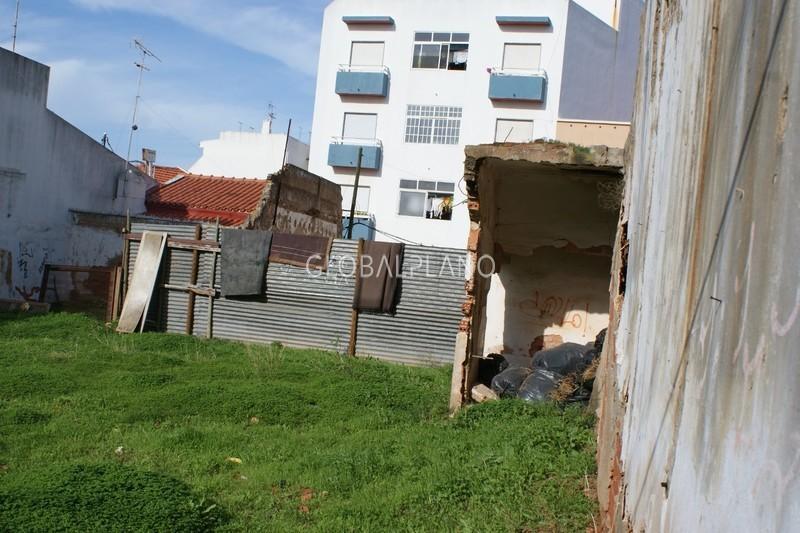 Lote de terreno com 198m2 Centro Portimão - viabilidade de construção