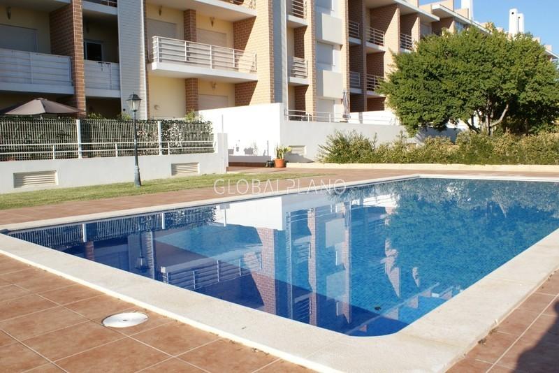Apartamento T3 Má Partilha/ Alvor Portimão - varanda, cozinha equipada, garagem, piscina