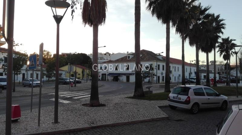 Loja no centro Mexilhoeira da Carregação Estômbar Lagoa (Algarve) - montra